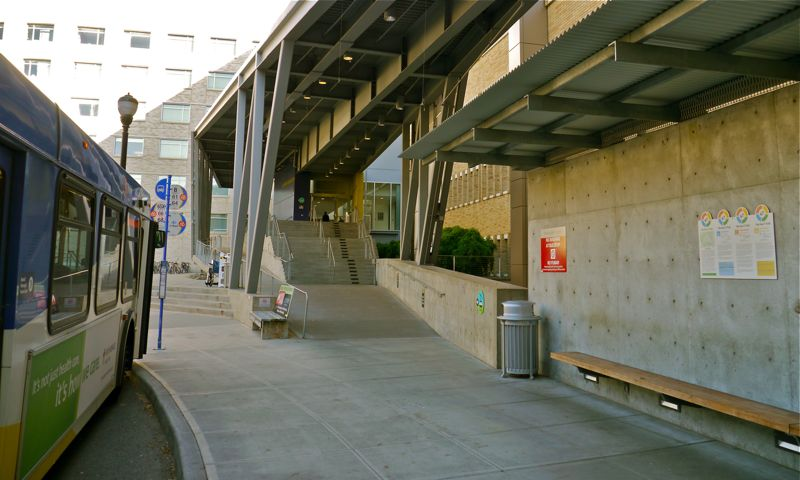 OHSU entrance to the tram from street